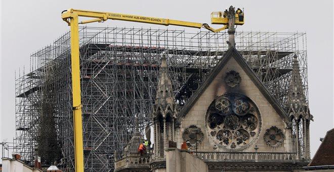 Sacre Bleu! Ιερόσυλα σχέδια για την ανακατασκευή της Παναγίας των Παρισίων — ΣΚΑΪ (www.skai.gr)